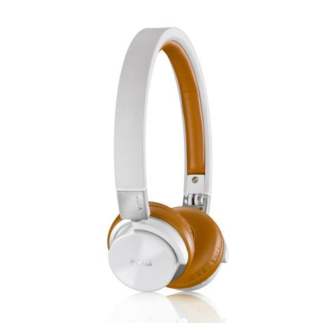 AKG BLUETOOTH HEADPHONES CLOSED-BACK DESIGN